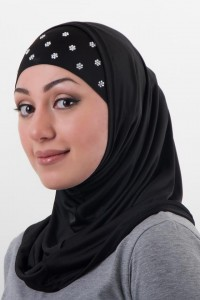 A woman in a hijab. A fashionxtream.com picture