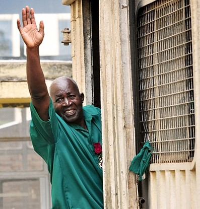 Pierre Claver Mbonimpa waves at the crowd in front of the Appeals Court in Bujumbura on June 4, 2014
