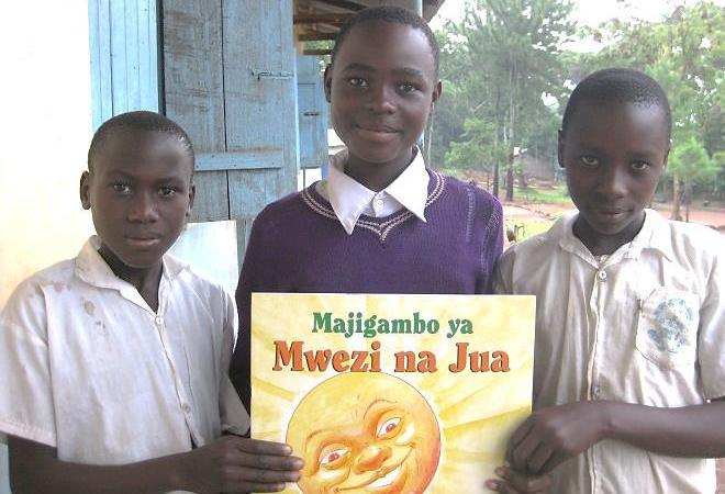 Kenyan-pupils-with-new-books