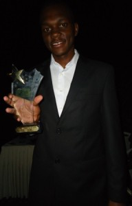 mark maina maingi with tigo africa prize for best short film