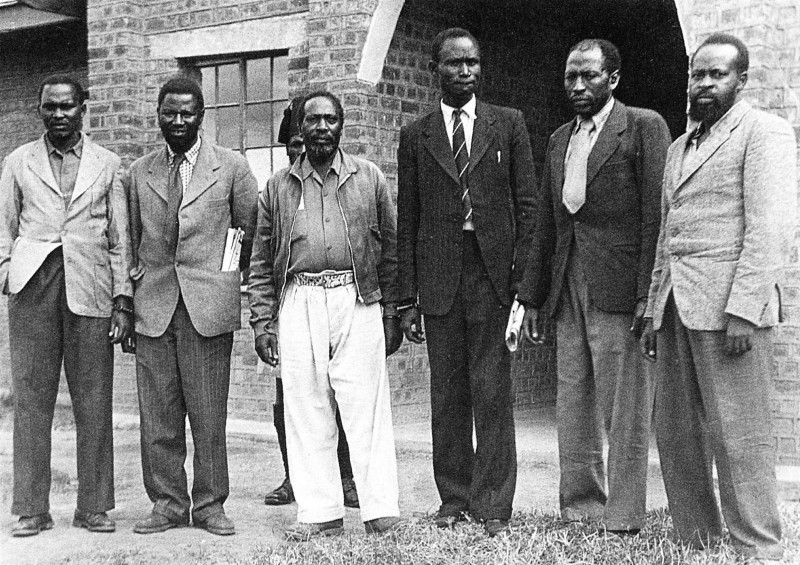 The 'Kapenguria Six' in front of the courtroom,L to R, Paul Ngei, Fred Kubai, Jomo Kenyatta, Achieng Oneko, Kung'u Karumba and Bildad Kaggia