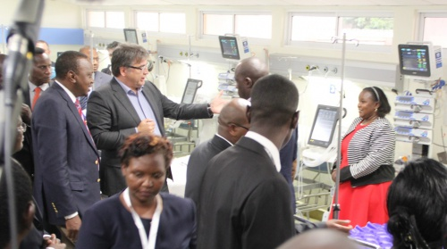 Kenya's President Uhuru Kenyatta tours ICU at Machakos with Roelof Assies, General Manager, Philips East Africa Limited