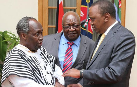 Writer Ngugi wa Thiong'o, Publisher Henry Chakava, President Uhuru Kenyatta at State House, Nairobi, on 08.06.15