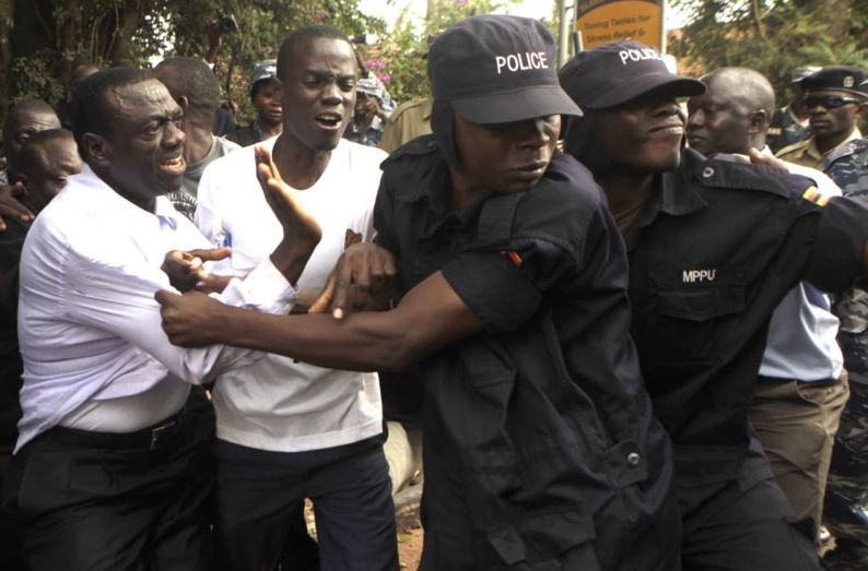 Opposition presidential candidate Kizza Besigye is arrested