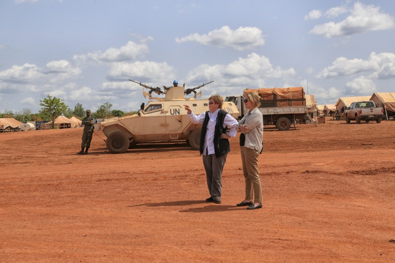 UN Special Coordinator, Jane Holl Lute with Diane Corner in Central African Republic. UN Photo by Nektarios Markogiannis