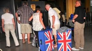 British tourists queue to leave Mombasa, Kenya, on 15.05.14.(AP Photo)