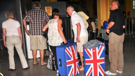British tourists queue to leave Mombasa, Kenya, on 15.05.14.(AP Photo)