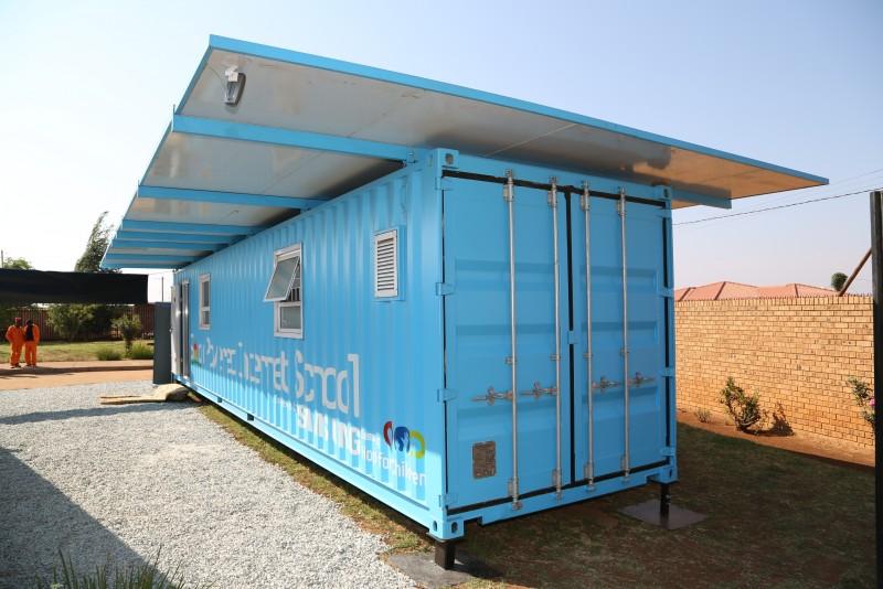 solar powered internet school that Samsung shall donate to a Ugandan school