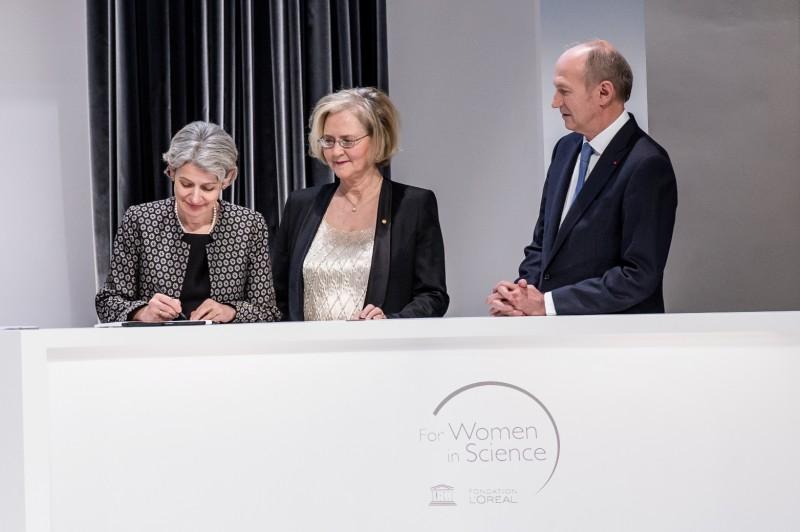 UNESCO's Director-General Irina Bokova, L'Oréal-UNESCO For Women in Science 2016 Awards Jury President Elizabeth Blackburn, Chairman and CEO of L'Oréal and Chairman of the L'Oréal Foundation Jean-Paul Agon sign the manifesto